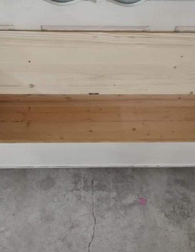 karoslada uj feher szives mivesbutor 4 - Felújított Míves Bútorok