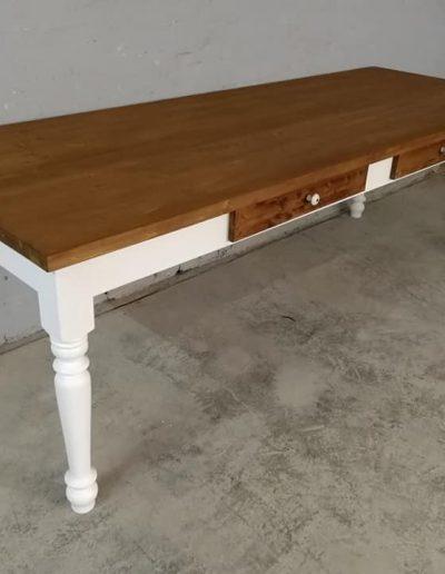 250 esztergalt feher asztal mivesbutor 6 - Felújított Míves Bútorok