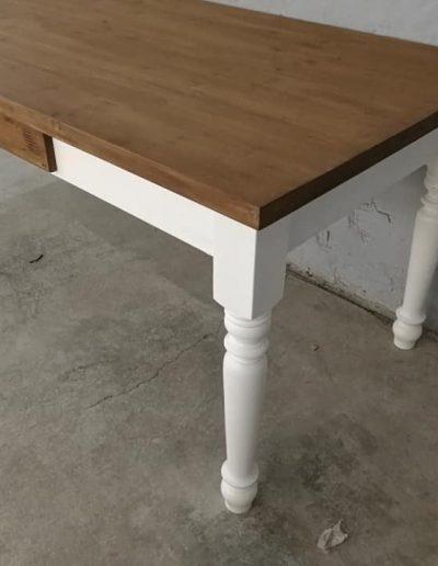 250 esztergalt feher asztal mivesbutor 8 - Felújított Míves Bútorok