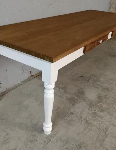 250 esztergalt feher asztal mivesbutor 9 - Felújított Míves Bútorok
