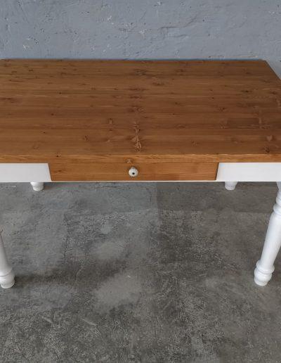 140 esztergalt feher asztal mivesbutor 3 - Felújított Míves Bútorok