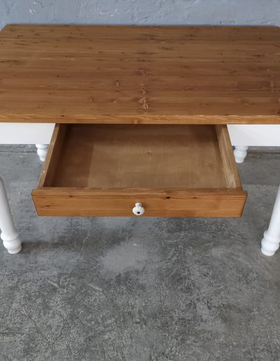 140 esztergalt feher asztal mivesbutor 5 - Felújított Míves Bútorok