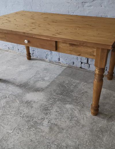 160 esztergalt vax asztal mivesbutor 3 - Felújított Míves Bútorok