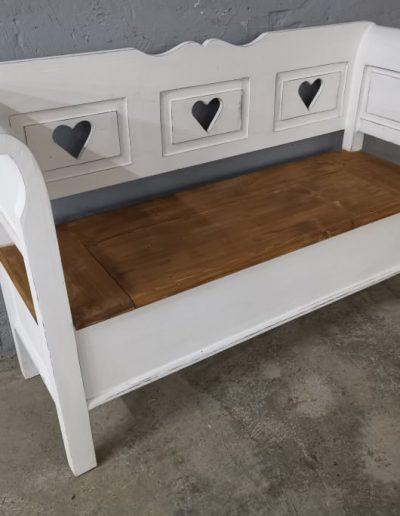 140 feher szives mivesbutor2 - Felújított Míves Bútorok
