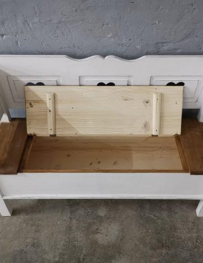 140 feher szives mivesbutor5 - Felújított Míves Bútorok