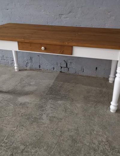 180 esztergalt feher asztal mivesbutor 1 - Felújított Míves Bútorok