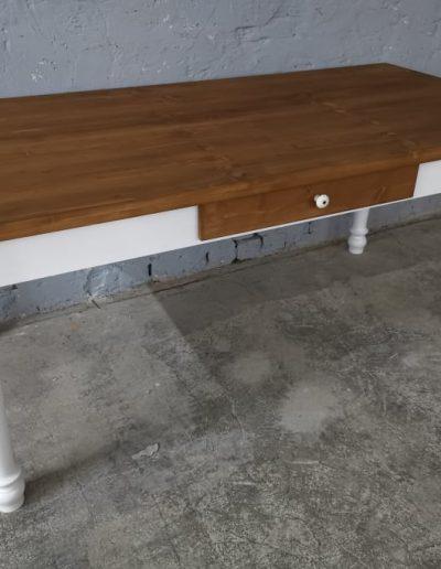 180 esztergalt feher asztal mivesbutor 2 - Felújított Míves Bútorok