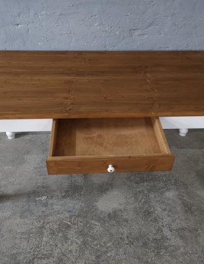 180 esztergalt feher asztal mivesbutor 3 - Felújított Míves Bútorok